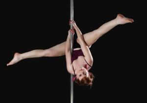 Daniela_pole_dance_inverted_V