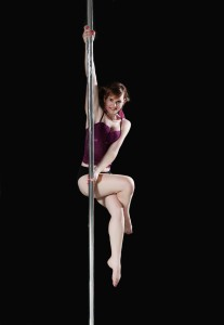 Daniela_poledance_full_bricket